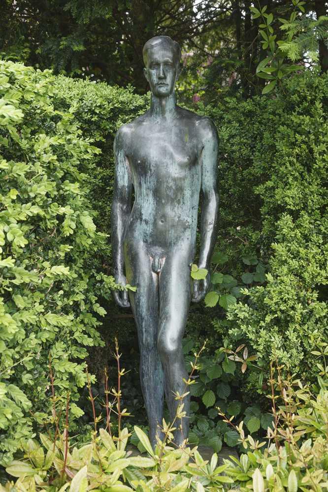 Die grusligsten Statuen der Stadt - Halloween mit Ron | Stadtleben ...